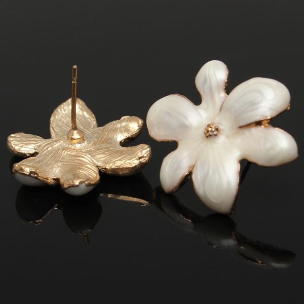 Vintage Beige Flower Earrings