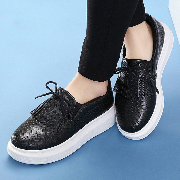 Women Casual Lace Up Snakeskin Flat Shoes PU Leather Tassels Loafers