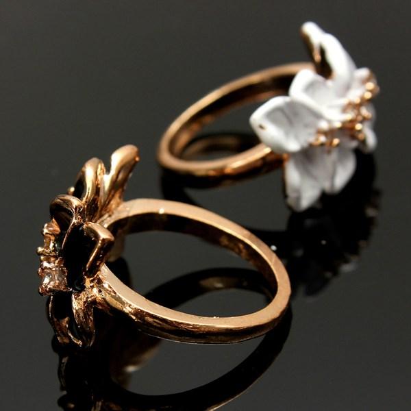 Crystal White Enamel Flower Ring