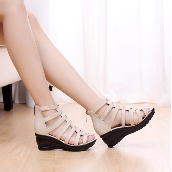 Shoes Women Fashion Hollow Out Summer Casual Outdoor Soft Piscine Mouth Shoes Leather Sandals Shoes