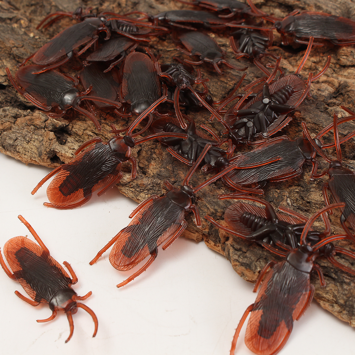 50Pcs Halloween Plastic Cockroaches Rubber Toy Joke Prop Realistic Decoration - Photo: 8