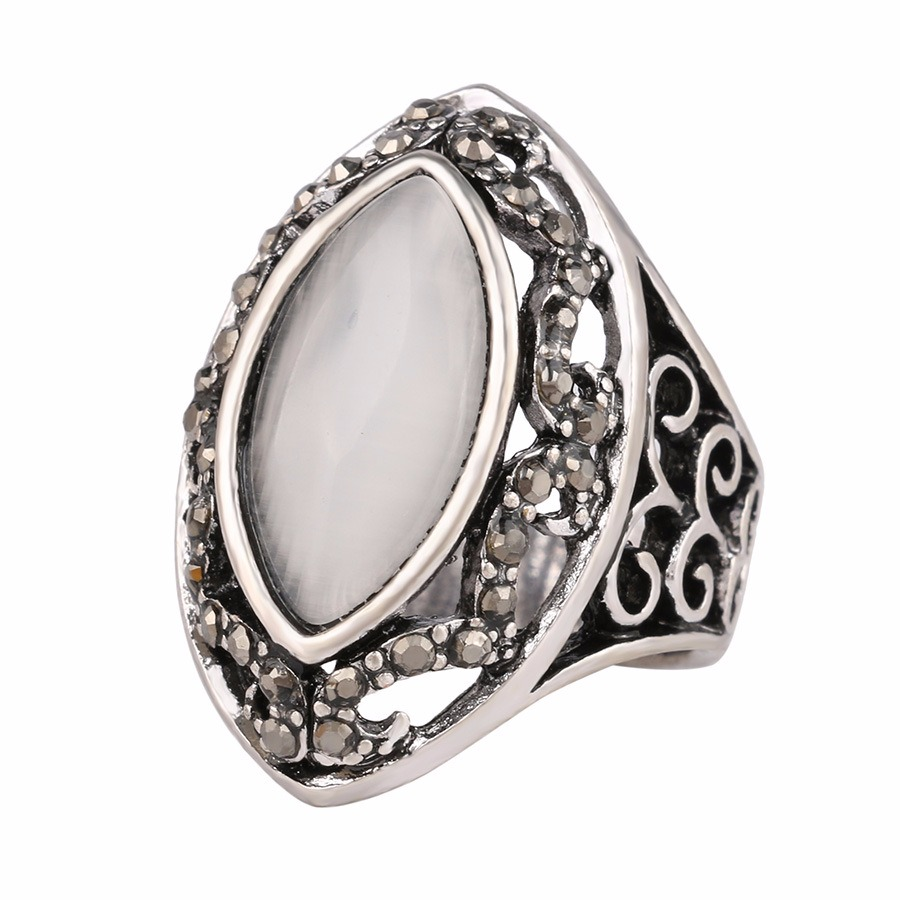 Vintage Finger Rings White Rhinestone Hollow Oval Geometric Rings Ethnic Jewelry for Women