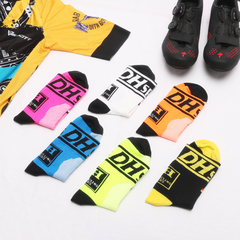 Mens Breathable Bicycle Sports Socks Deodorant Compression Running Basketball Middle Tube Socks